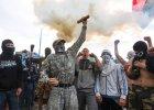 """Rosyjska ambasada w Kijowie obrzucona �wiecami dymnymi. """"Opu��cie teren Ukrainy"""""""