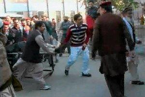 Pakistan: wdarli si� na uczelni�, otworzyli ogie�. Ro�nie tragiczny bilans