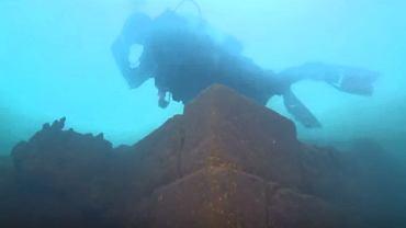 W tureckim jeziorze Wan naukowcy odkryli liczący sobie 3 tys. lat zamek