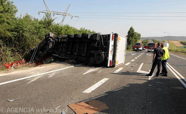 """Wypadek na krajowej """"siódemce"""". Nie żyją dwie osoby, są ranni [ZDJĘCIA]"""