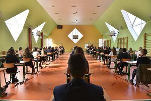 Egzamin gimnazjalny 2017. Dziś test z języka obcego. Nastroje uczniów bardzo dobre
