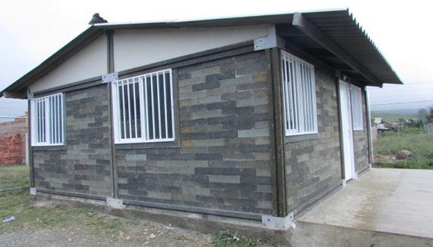 Dom wykonany z surowców wtórnych