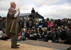 """Słynny teatr Shakespeare's Globe wystawił """"Hamleta"""" w obozie dla uchodźców w Calais"""