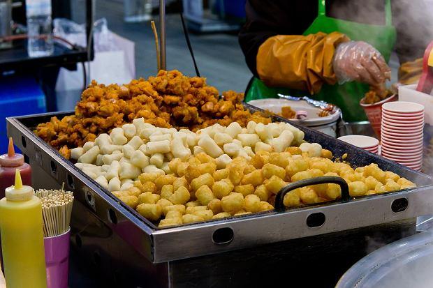 Street food jest popularny zwłaszcza w krajach azjatyckich, gdzie niemal na każdym rogu można natrafić na różne pyszności
