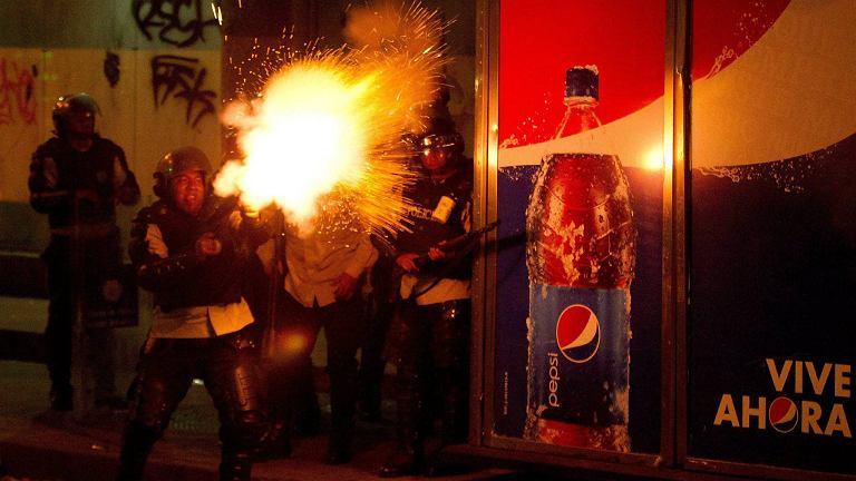 Antyrządowe protesty, które trwają od 7 tygodni, przerodziły się regularne bitwy na ulicach największych miast