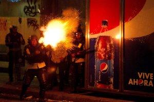 Zamieszki w Wenezueli. W Caracas od przypadkowej kuli zgin�a ci�arna