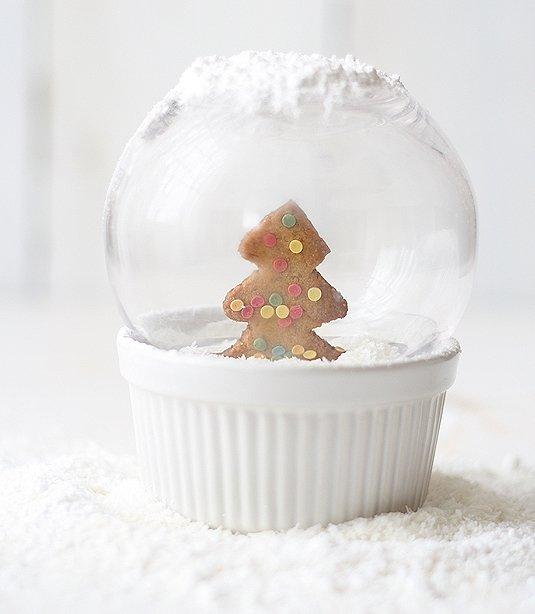 Zdjęcie numer 5 w galerii - Świąteczne dekoracje: śnieżne kule z pierniczkiem