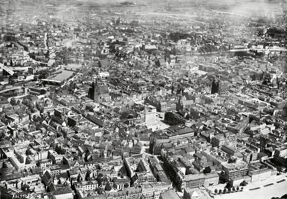 Stare Miasto we Wrocławiu 77 lat temu
