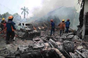 Indonezja: Samolot wojskowy spad� na hotel i domy. Prawdopodobnie ponad 100 ofiar