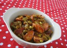 Kiełbasa z fasolką szparagową w sosie pomidorowym - ugotuj
