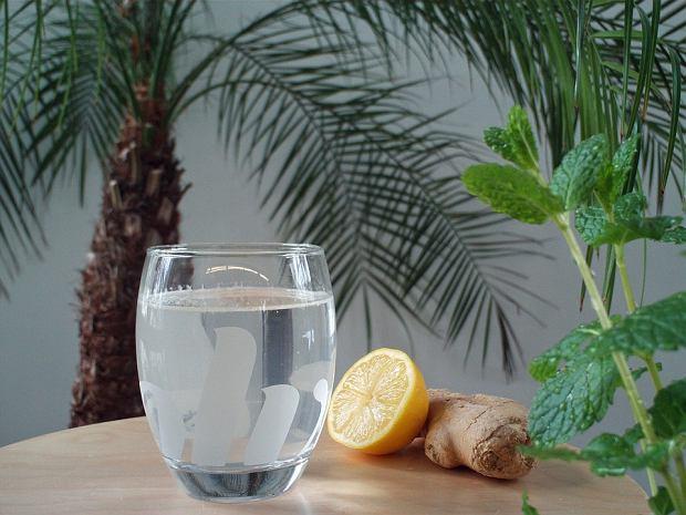 Dlaczego powinnaś pić imbirową wodę? Poznaj 7 istotnych powodów