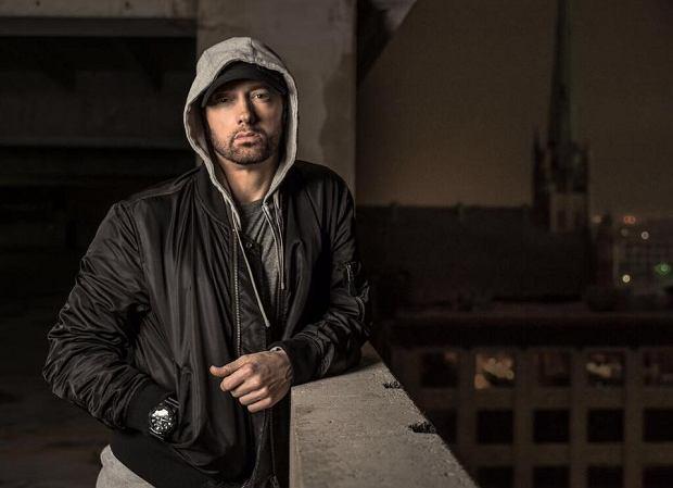 """Amerykański raper ujawnił kolejne szczegóły, dotyczące jego najnowszego krążka. Tym razem Eminem podzielił się z fanami listą utworów, które znajdą się na """"Revival"""". Wśród nich są kawałki, nagrane z m. in.: P!nk i Beyoncé. Na płycie pojawi się też Ed Sheeran."""
