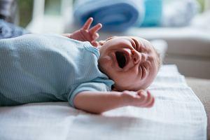 Płacze, nie śpi, ciągle by jadło... Co twoje niemowlę chce ci powiedzieć?