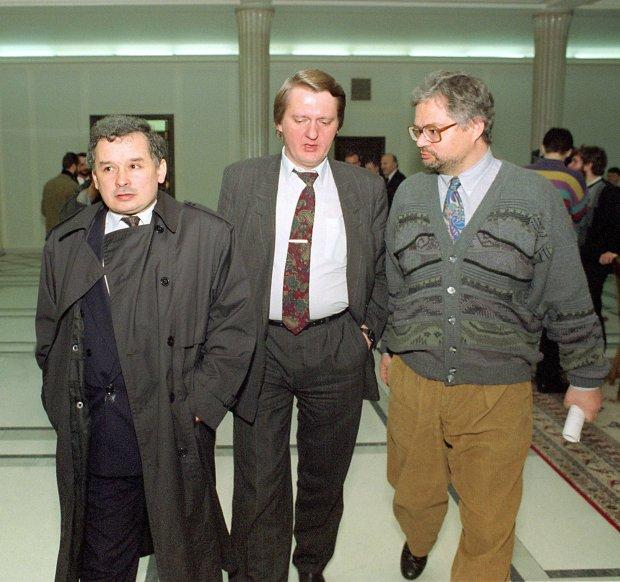 Od lewej: Jarosław Kaczyński, Sławomir Siwek, Adam Glapiński w Sejmie, 06.11.1992 r.