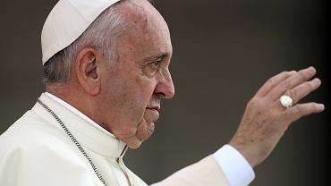 Co papie� jad� w Krakowie? Zdradza zast�pca rzecznika archidiecezji