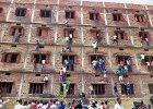 Indyjski stan Bihar, kr�lestwo �ci�gi, zdaje matur�. Nie obywa si� bez ofiar