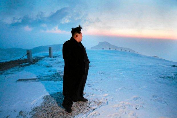 """Kim Dzong Un zdoby� najwy�szy szczyt Korei P�nocnej. """"To lepsze ni� bro� j�drowa"""""""