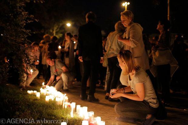 Zdjęcie numer 63 w galerii - Tłumy przed Sądem Okręgowym w Łodzi. Kolejny dzień protestów przeciwko zmianom PiS w sądownictwie [ZDJĘCIA]