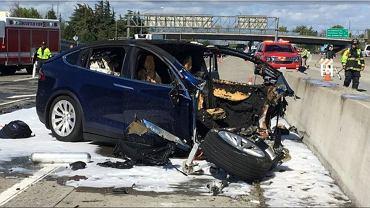 Tesla po wypadku w Mountain View