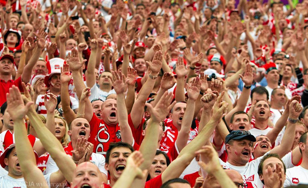 Kibice na Stadionie Narodowym podczas meczu otwarcia Euro 2012 (Polska - Grecja) / (Fot. Małgorzata Kujawka / Agencja Gazeta