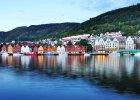 Bergen, Norwegia. Potetkjelleren (Ziemniaczana piwnica) to jedna z najlepszych restauracji Bergen. I cho� krytycy kulinarni piej� z zachwytu, to i tak wi�cej w niej miejscowych ni� turyst�w. Restauracja ma w�asn� piwniczk� winn�, obs�uga jest bezb��dna, a menu zmienia si� raz na miesi�c i bazuje na naj�wie�szych sk�adnikach.