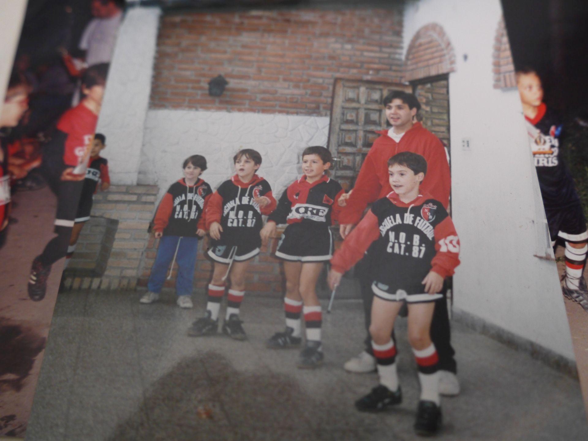 Newells -  w tym klubie zaczął grać w piłkę nożną Leo Messi (na zdjęciu w niebieskich spodniach). Zdjęcie z kolekcji Agustina (fot. Intoamericas.com)