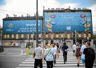 Kamienica wystawiona przez miasto na sprzedaż podczas Euro była wstydliwie zasłonięta reklamą mistrzostw