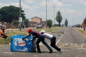 """RPA to """"�wiatowa stolica protest�w"""". Niedaleko Johannesburga przerodzi�y si� one w ostre zamieszki [ZDJ�CIA]"""