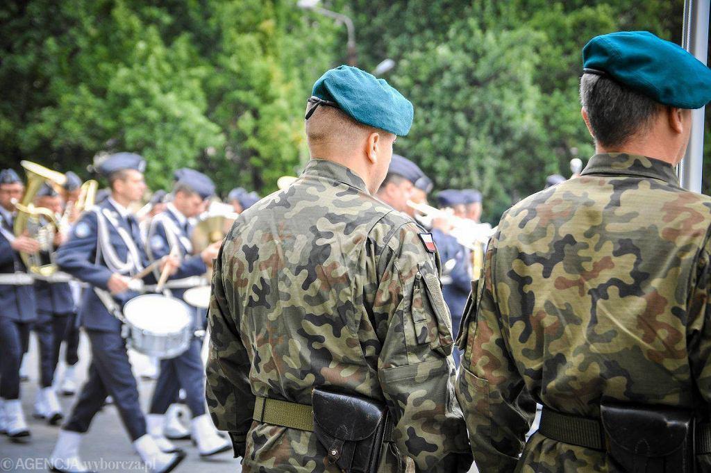 Uroczyste obchody Święta Wielonarodowej Brygady Litewsko-Polsko-Ukraińskiej odbyły się w poniedziałek na placu Teatralnym w Lublinie Jednym z punktów programu było wręczenie wyróżnień żołnierzom i pracownikom tej organizacji.