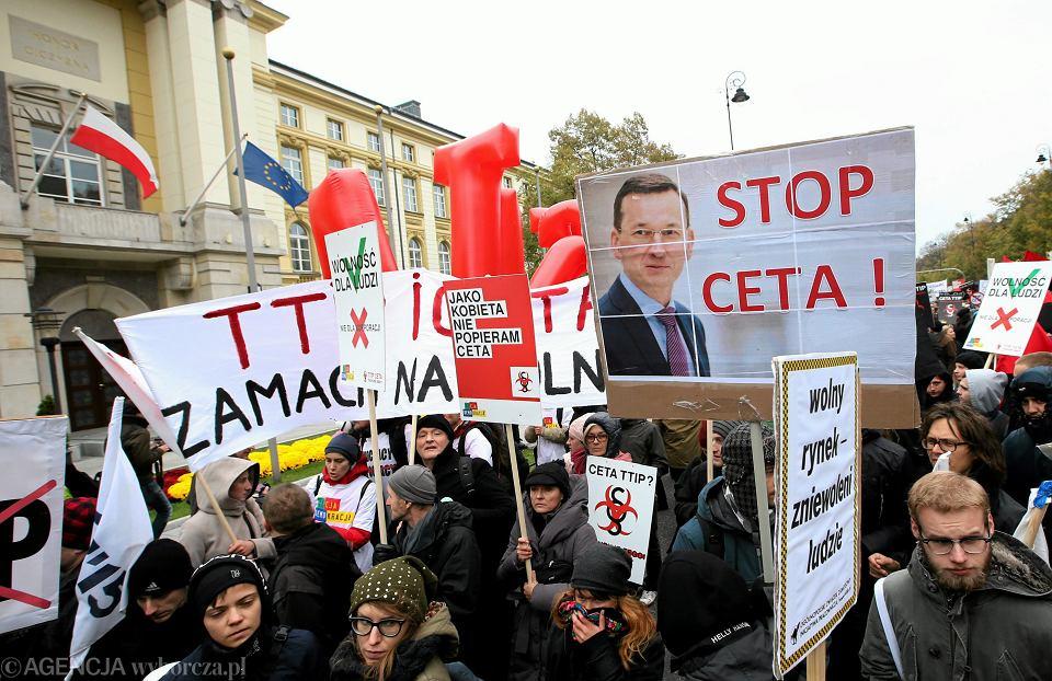 Protest przeciw CETA pod KPRM w Warszawie, 15.10.2016