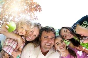 Wspiera� dzieci, nie manipulowa� emerytami. Komentarze ekspert�w do wyst�pienia premiera Donalda Tuska