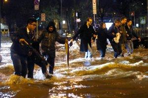 W�ochy: Powodzie i ulewy na p�nocy kraju. Zniszczone domy, drogi i mosty. Dwie osoby nie �yj�