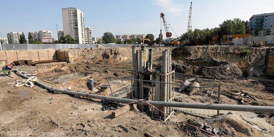 Ursynów. Budowa tunelu pod linią metra