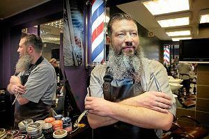 Fryzjer dla bezdomnych: cięcie, które przywraca człowiekowi godność