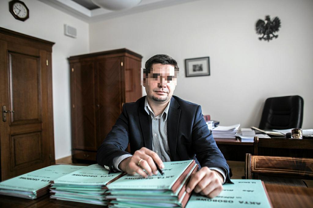 B. wiceminister Michał K. z zarzutami