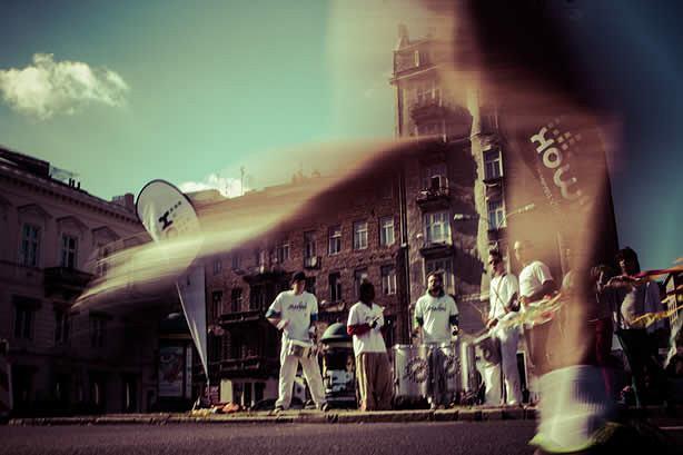 Orlen Warsaw Marathon b�dzie mo�na przebiec ze specjalnym nagraniem, z muzyk� i wskazówkami dotycz�cymi tempa i strategii biegu oraz informacjami o trasie