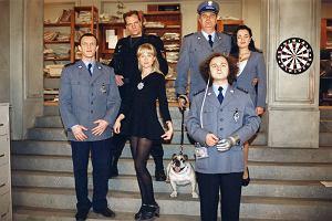 Joanna Jędrejek swoją popularność zdobyła, grając seksowną brunetkę, policjantkę Andżelę w kultowym serialu '13 posterunek'. Od tego czasu zagrała ponad 50 ról teatralnych i ok. 50 w filmach fabularnych, serialach telewizyjnych oraz spektaklach Teatru Telewizji. Jak się zmieniała przez te wszystkie lata? A jak dziś wygląda Joanna Jędrejek? Czy wciąż zachwyca seksapilem?
