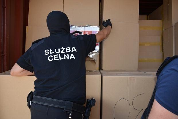 Rekordowy przemyt papierosów z Malezji. Policjanci przejęli je w porcie w Gdańsku