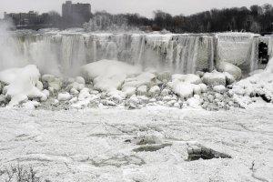 Ameryka skuta lodem, zamarz�a nawet Niagara