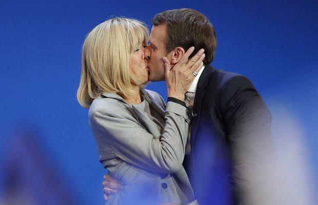 Zdjęcie numer 0 w galerii - Żona prezydenta Francji ma 64 lata. Nikt jednak nie powie, że jest starsza od męża aż o 24 lata. Jaki jest jej sekret?