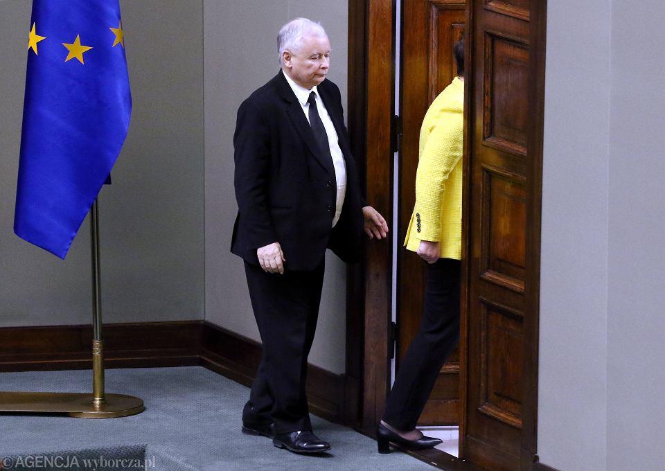 Prezes PiS Jarosław Kaczyński 'urywa się' z debaty nad wotum nieufności dla rządu PiS (wieczorem i tak odwoła premier Beatę Szydło). Warszawa, 7 grudnia 2017