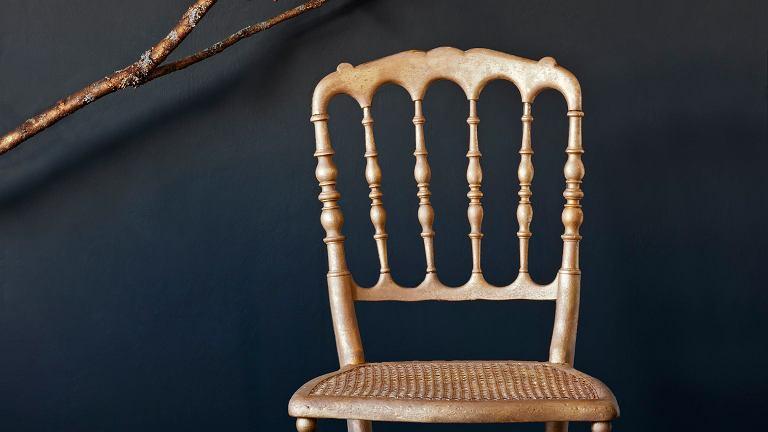 Pozłacane krzesło