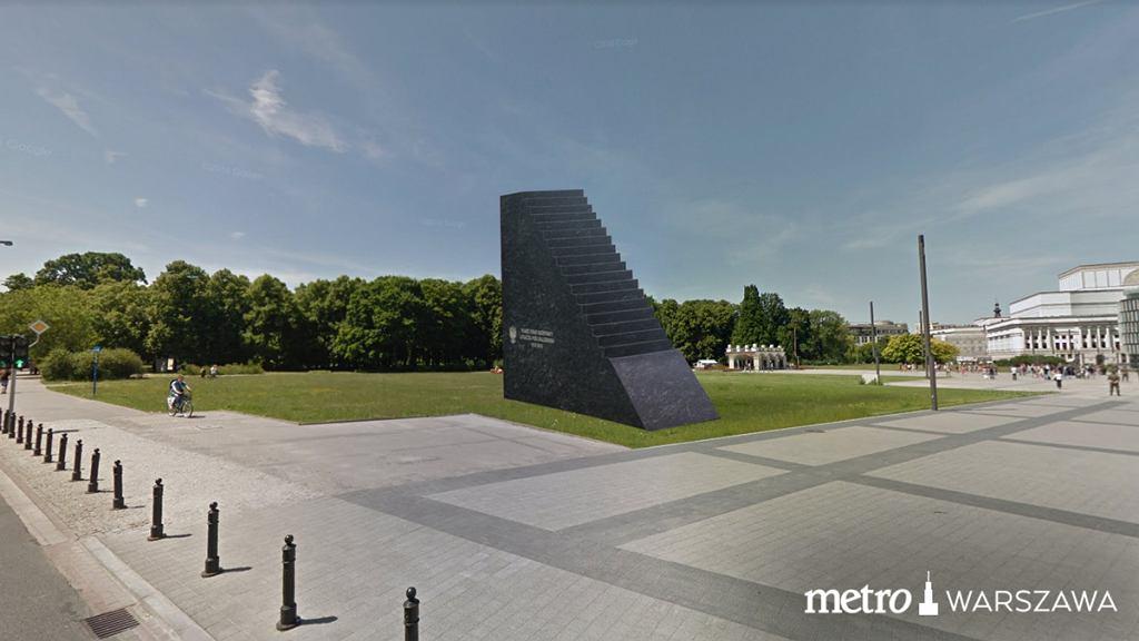 Pomnik Ofiar Katastrofy Smoleńskiej na pl. Piłsudskiego
