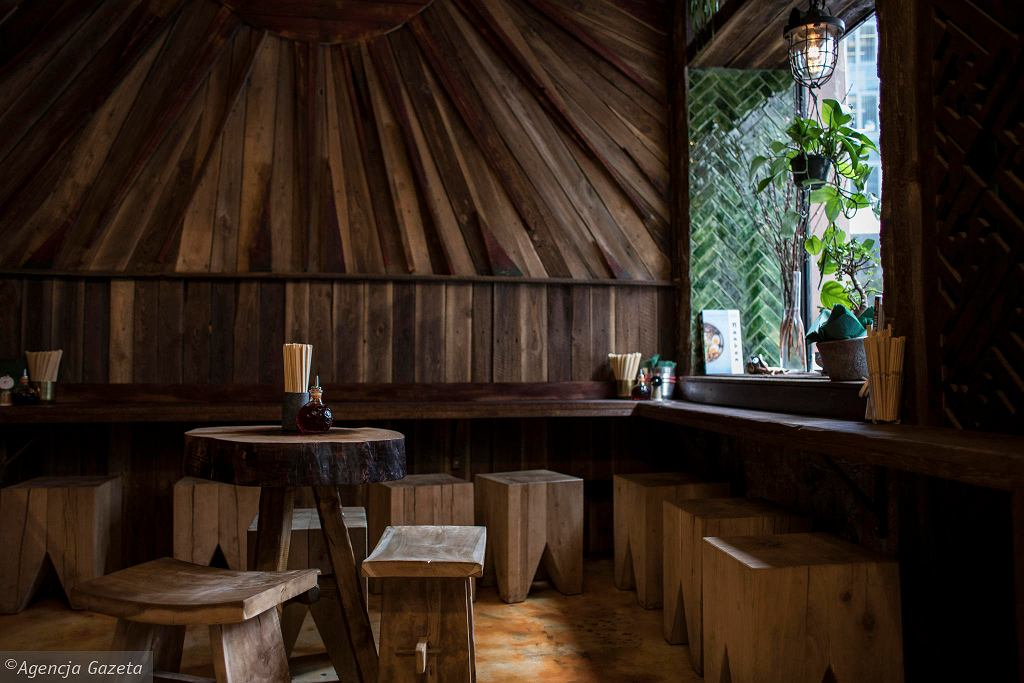 Wnętrze ramen shopu ' Arigator  / DAWID ŻUCHOWICZ