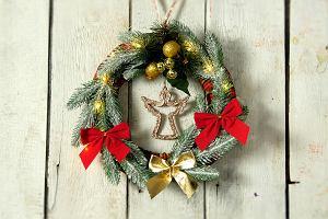 Świąteczny wieniec - modna i efektowna ozdoba do domu. Sprawdź, jak go zrobić