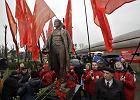 Na Białorusi rosną wpływy komunistów. Kreują modę na selfie z pomnikiem Lenina