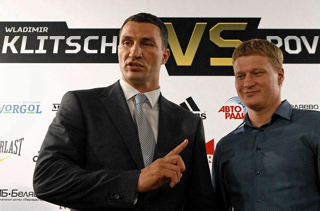 Władimir Kliczko i Aleksandr Powietkin podczas spotkania w Moskwie, przed walką zaplanowaną na 5 października