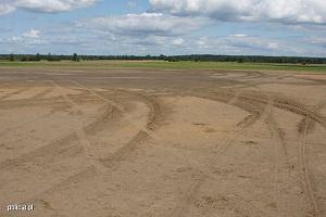 19-latek z Białegostoku zniszczył pas startowy lotniska. Straty wyniosły krocie