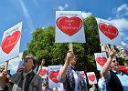 W Wielkiej Brytanii, jak m.in. we Francji, �rodowiska przeciwne legalizacji homoma��e�stw, protestuj�