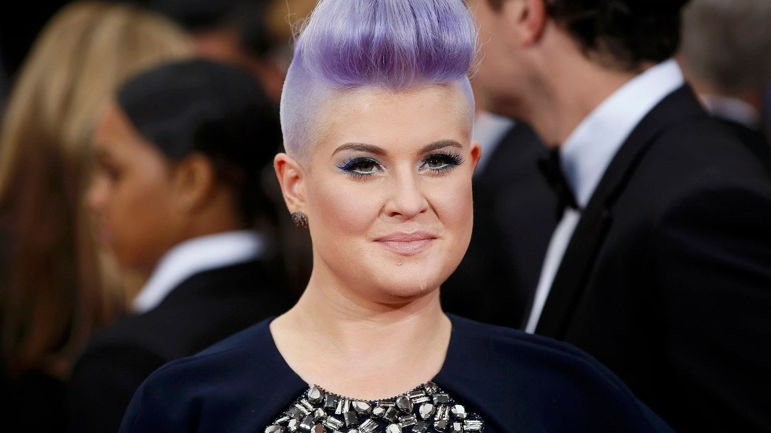 Kelly osbourne earrings on fashion police 32